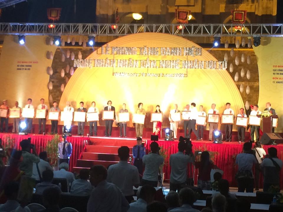 Nghệ nhân Dương Bá Tân nhận danh hiệu nghệ nhân ưu tú