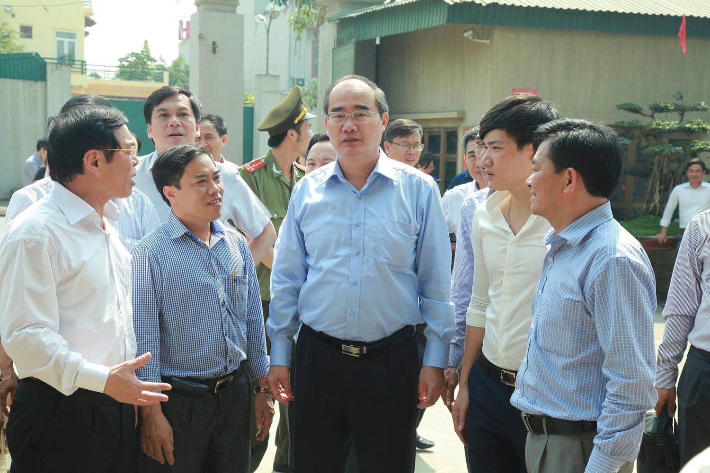 Chủ tịch Mặt trận Tổ quốc Việt Nam Nguyễn Thiện Nhân về thăm xưởng sản xuất Đúc đồng Tân Tiến