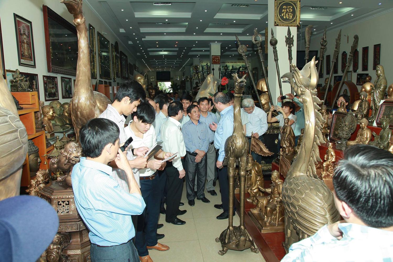 Ủy viên Bộ Chính trị Đảng Cộng sản Việt Nam, Chủ tịch Ủy ban Trung ương Mặt trận Tổ quốc Việt Nam Nguyễn Thiện Nhân về thăm DNTN CƠ KHÍ ĐÚC TÂN TIẾN